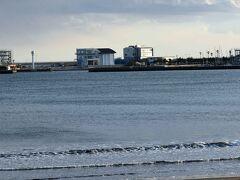 江ノ島のヨットハーバーはオリンピックの会場です。 突貫工事???