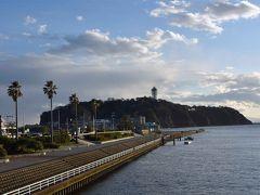 弁天橋の西側ですが・・・人の姿はごくわずか。  エノスイ(新江ノ島水族館)は15日(日)まで臨時休館です。
