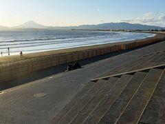 県立湘南海岸公園です。 この人工的に整備された姿は・・??