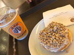 2/12 先生おすすめのJ.Cドーナッツ 値段忘れちゃった。 カフェオレ頼んだのでもう一つドーナッツもらえました。