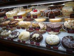 初日に行ったチーズケーキファクトリーで ケーキをTo Goしてみる^^ 夜に食べようっと。