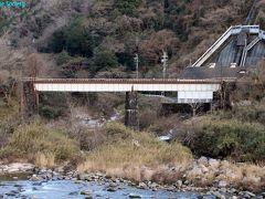 【布目川橋梁】 1897年(明治30年)頃竣工、上路プレートガーダー。  間近まで行けそうなので、その際はじっくり観たいと思います。 右奥は・・・
