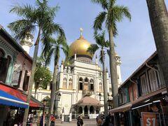 200年前に建築されたイスラムのサルタンモスクです。 黄金に輝くタマネギ頭を見ると、爆風スランプの♪大きなタマネギの下でを歌いたくなりますね~。って、そんなヤツはおらんッ!!