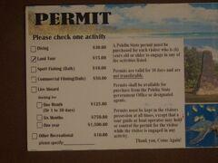 2月15日(土)午前8時45分にホテルでツアーのピックアップ。ロックアイランドツアーカンパニーの主催するペリリュー島戦跡ツアーに参加。料金は$120だが、WEB割引で$114になり、カードで支払った。写真はペリリュー島の入島許可証で、このツアーに行くには必要。$15を現金で支払って購入した。
