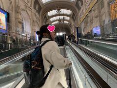 ミラノセントラル駅、素晴らしく美しい駅。 思わず見とれてしまいます。