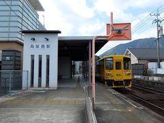 終点島原港。ホームは一つ、シンプルな駅です。