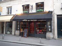 オペラ座見学を終えた後は、お昼ごはんで腹ごしらえをします。 オペラ座から徒歩10分ほどの場所にある「Le cafe des abbatoir」さんです。 フランスに行く前に読んだ本に載って気になったので、インターネットで予約して伺いました。