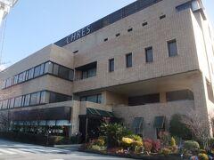 この日、横倉山を後にした私達はL33号線でそのまま高知市内に入り、宿の「ホテル サンピア セリーズ」へと向かいました。  「ホテル サンピア セリーズ」は高知道の高知ICに近くにあり、私たちが翌日に行こうとしている「高知県立牧野植物園」にも近いという立地条件にあります。