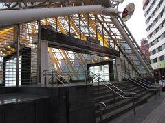 美麗島駅に到着。手前にも入口があったのですが、1番出入口にはエスカレーター、エレベーターがあるので、こちらから入りました。