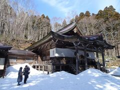 同じ道を引き返して戻り、戸隠神社中社に立ち寄りました。