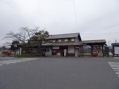 約30分で松代に到着! 旧松代駅の駅舎が残っていますが、現在は鉄道は通っていません。2012年に廃止だそうなので、割と最近ですね。