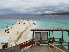 スミロン島はフィリピン最上級の透明度の高い海で、白い砂浜が自慢の、天国のような美しさを持つリゾートアイランド! って事ですが、この天気は本当に残念。 このままでも綺麗だから、本当はもっともっと綺麗だろうに!