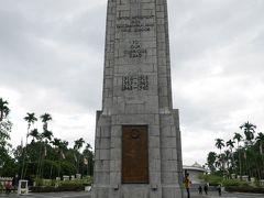 国立記念塔、マレーシアは何百年もの間、欧米の植民地でした。 前首相のマハティール氏は、大東亜戦争で日本が欧米の支配から解放してくれた事に感謝していました。 マハティール氏の東方政策により、日本の大企業がクアラルンプールに招致され大いなる発展を遂げた。  第2次世界大戦後は世界の悪者にされた日本ですが、東南アジアでは日本を評価する国も多いです。