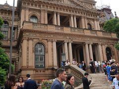 タウンホール。  1869年に市庁舎として、建設されたビクトリア様式の建物です。 コンサートか何かあったようです。