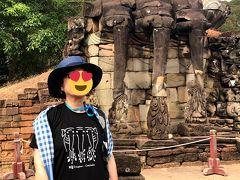 象のテラスのレリーフ、偶然プノンペンのセントラルマーケットで買ったTシャツにプリントされたデザインでガイドさんに言われて気が付いた。まるで知らなかったけどなんか単純にいい買い物したかな、と自己満足。 昼近くになりとにかく暑い!