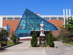 まずはホテル近くのダナン博物館です。