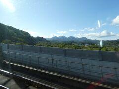 まもなく青函トンネル。  北海道側から入る場合、(画像とは違いますが)進行方向左側だと、 木材の加工場がちらっと見えますが、この直後に入るのが青函トンネル、と覚えていたのですが、 在来線から新幹線になった今も、たぶん同じだと思います。