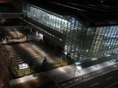セントレアホテル  松山出発の朝。 ホテルの窓から見えるは、中部国際空港・ターミナル2