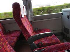 空港からリムジンバスに乗って市内に向かいます。  乗客は私一人(゜_゜) なんか気まずい(T_T)