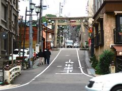 伊佐爾波神社  愛媛県松山市道後山腹に鎮座する延喜式内伊佐爾波神社は、日本三大八幡造と言われ、国指定重要文化財でもあります。  道後温泉駅から伊佐爾波神社へのアクセスは徒歩で約5分ほど。