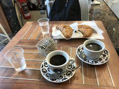 本日の宿は中央駅目の前のスターホテル テルミナス。 荷物を預けて、近くのカフェで朝食。コルネットとコーヒー。