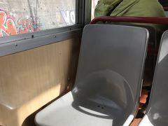 座席がちゃっちい。エトナ周遊鉄道の方が立派!