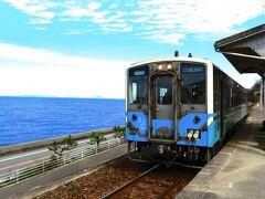JR下灘駅  下灘駅は四国、愛媛県伊予市にある、JR四国予讃線の駅です。 松山駅から列車に揺られる事およそ1時間ほどで到着します。
