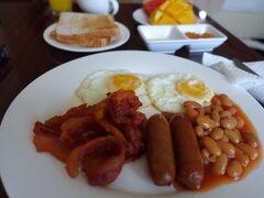 6:30に朝食です。 今日はマクタンのゴルフ場に行きます。 6:30に朝食を頼んだんで、起こしに来てもらうようでした。 まぁ、直前に目は覚めてましたけど^^