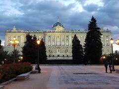 サバティーニ公園から見た王宮。