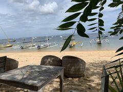 ランチは海を眺めながら食べたいね。 サヌール初日にも行ったリラパンタイ・アゲイン。