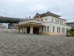 旧高雄駅 まだまだ工事中ですね。 ここは展示物があります。 昼間しか開いてません。