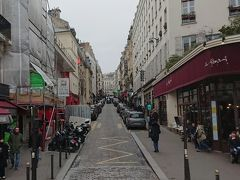 モンマルトル・サクレクール寺院へと続く坂道です。 パリ市内が高い丘から一望できます。