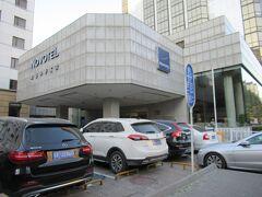 ノボテル ピース ベイジン ホテル (Novotel Peace Beijing Hotel)  北京首都国際空港から電車を2回乗り換えて約1時間。灯市口駅から徒歩5分。駅は階段が多くてスーツケースを運ぶのが疲れた。王府井の歩行者天国まで徒歩3分ほど。少し料金は高いが王府井駅付近のホテルの方が便利かも。