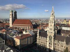 ミュンヘン新市庁舎を見下ろせるペーター教会の展望台に登りました。 入口が分かりにくかったですが、階段を登った後の景色は最高!