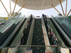 アプローチが広々としている「中央公園駅」。