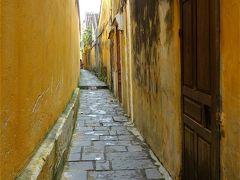 綺麗にペイントされた壁よりこういう剥げた感じの方が、 ホイアンの古い町にはピッタリな気がします。