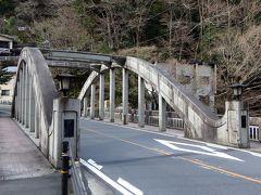 ●千歳橋  「旭橋」と同じアーチ橋の「千歳橋」を渡っていくと・・・。