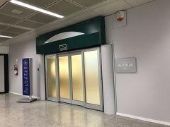 さて、ローマ空港に。 帰りはフランクフルト経由のアリタリア航空。 なので、域内、つまり国内線みたいなもの。 アリタリア航空のラウンジを探したけど、なかなか見つからず。 結局、Dエリアの2階にひっそりとありました。