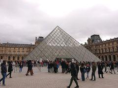 ピラミッドに近づいていきます。