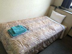 ホテルはいつもの一楽南天神。博多駅から100円バスで柳橋下車。徒歩8分。