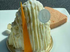 石川県立美術館の中のル・ミュゼ・ドゥ・アッシュでランチ代わりにお茶します。 美術館は閉まっていましたが、カフェは営業していました。 「白山」五郎金時のモンブラン的なケーキ。