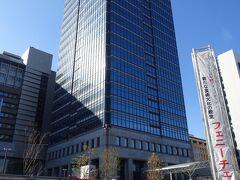 徒歩12分で堺市役所に到着。ここの地上80mの21階に、回廊式展望ロビ-(無料)があります。大阪府の1つの市役所で、21階のビルとはすごいですね。  堺市は、ふるさと納税で古墳関連の返礼品を用意して待っているそうです。