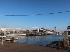 「ポルト・ベイ」にやってきました!。  ショッピングセンターや水族館など色々楽しめるエリアです。 遠くに海の上に架けられた遊歩道「海のランブラス(ランブラ・ダ・マール)」が見えますねー♪。