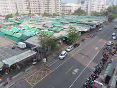 日中の瑞豊夜市前の裕誠路、武漢コロナの影響か人出は少ないです