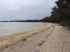 川平湾近くにある底地ビーチ。まだ泳げる季節でないので、静まり返っていました。
