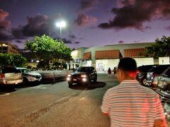 ハワイのコストコ  Iwilei Warehouse へ行ってきました♪ ワイキキから一番近いコストコです(^_-)v