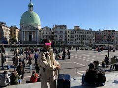 駅を出ると、すぐこの景色! 感動です~ ついに夢にまで見たベネチアに来てしまいました! まだ実感が湧きません。
