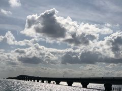 マサカダツビーチから池間大橋が見えました