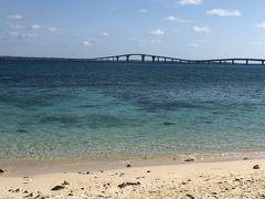 ヤマトーブー大岩と宮古島まもる君のちょうど間の浜辺です