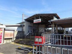 堺市役所から南海・高野線の堺東駅までは徒歩約3分で、その堺東駅から住吉大社に近い住吉東駅までは約7分です。  住吉東駅は、周りは住宅街で住吉大社の裏門に近い駅になります。駅舎はやや古くて典型的な郊外の駅の雰囲気があり、学生時代に利用していた駅の感じがしました。 住吉大社へはここから約6分です。
